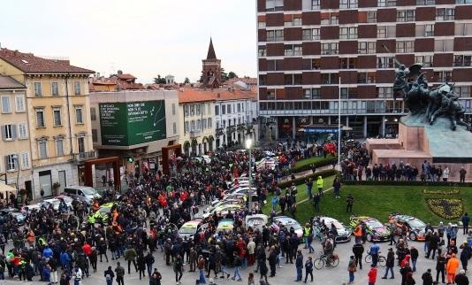 Rally di Monza partenza piazza Trento
