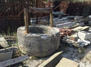 pozzo in pietra antico rotondo