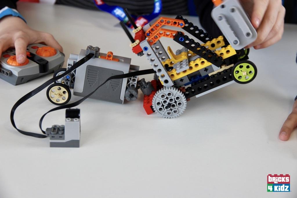 104 BRICKS 4 KIDZ LEGO Workshops Programs Holiday