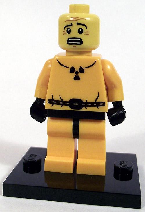 https://i1.wp.com/www.brickshelf.com/gallery/mirandir/Recensioner/Minifigures4/hazmat_front_nohelmet.jpg
