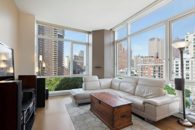 These Nyc Apartments All 5 000 A Month And Under Come With Swimming Pool Access