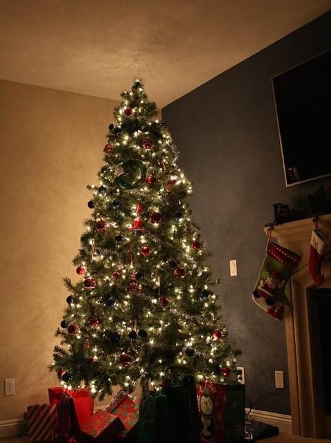 Décorer son arbre de Noël en 3 étapes