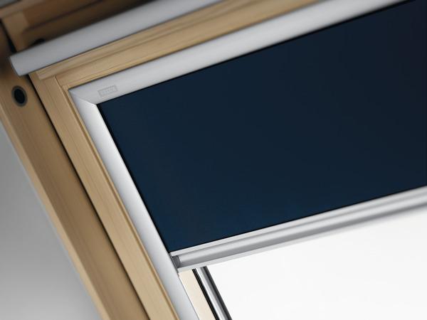 store occultant pour fenetre de toit ancienne generation en toile polyester 114x118 cm velux