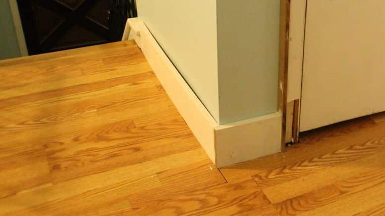 pose de plinthes en bois bricolage facile. Black Bedroom Furniture Sets. Home Design Ideas