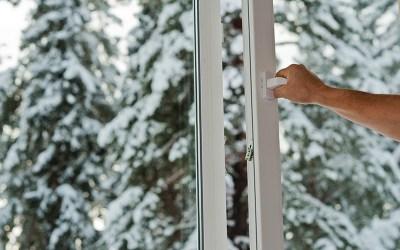 4 trucos para detectar fugas de aire en casa
