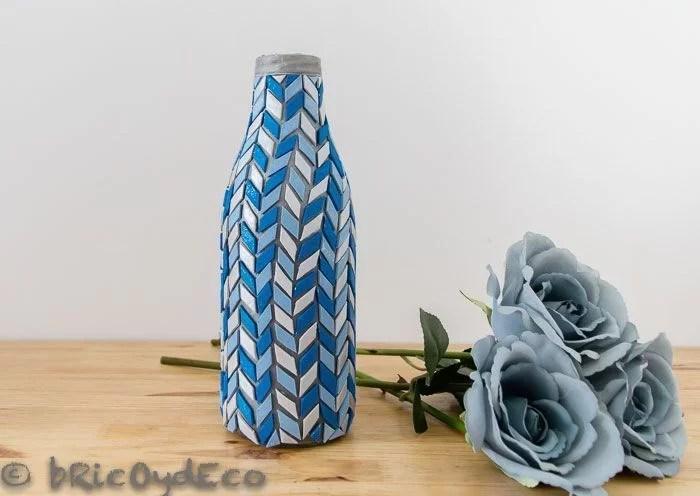 reciclar-una-botella-de-vidrio-jarron-mosaico