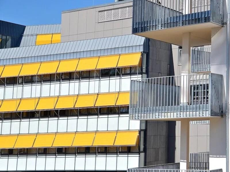 toldos para proteger la vivienda del calor y los rayos del sol