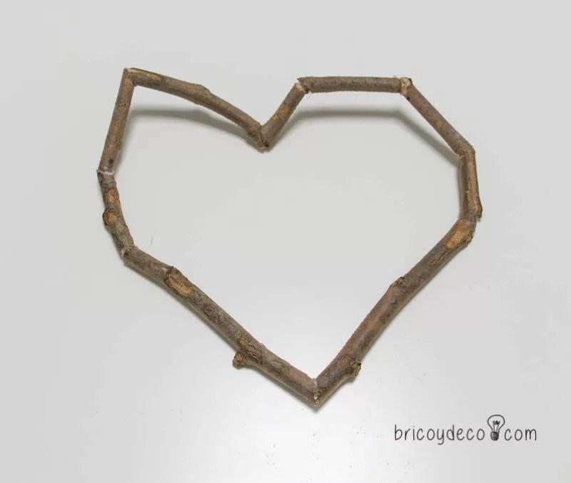 corazón con ramas secas