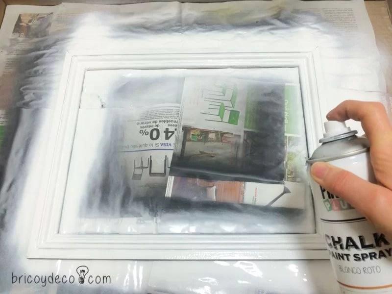 Cuadro con rosas de papel para hacer un regalo personalizado