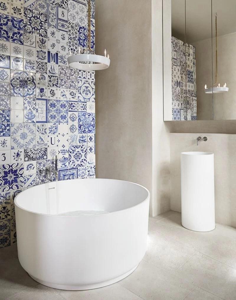50 ideas para decorar con baldosas hidr ulicas for Azulejo hidraulico bano