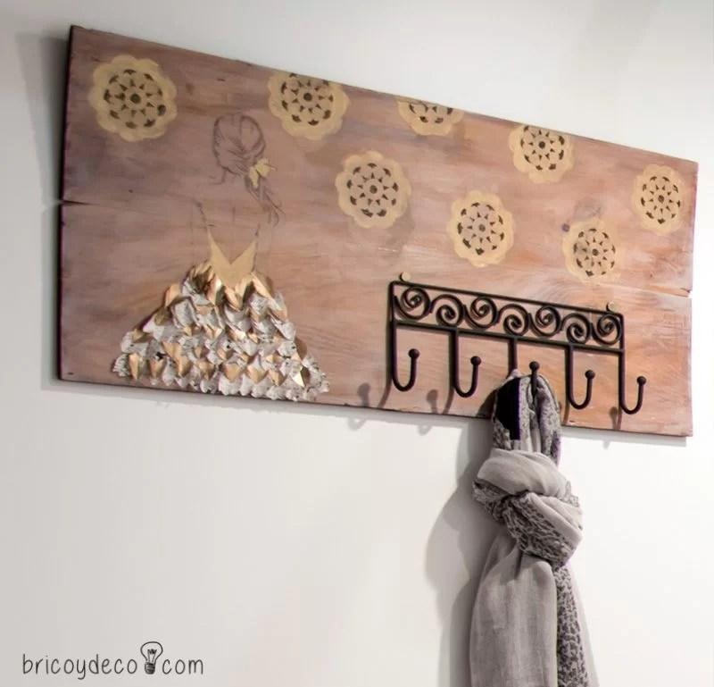 un perchero con madera reciclada