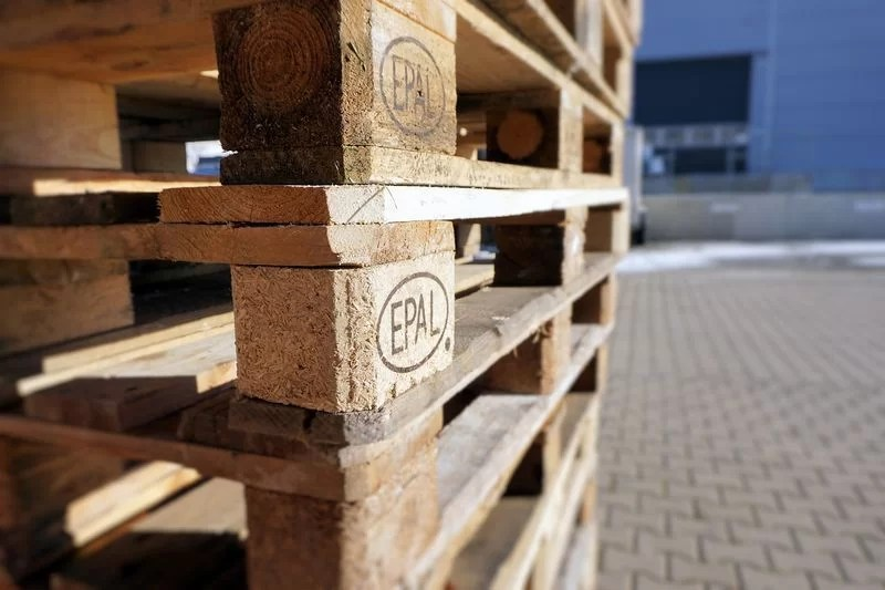 cómo preparar la madera de los palets antes de pintarlos