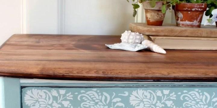 Renovar los muebles con pintura azul