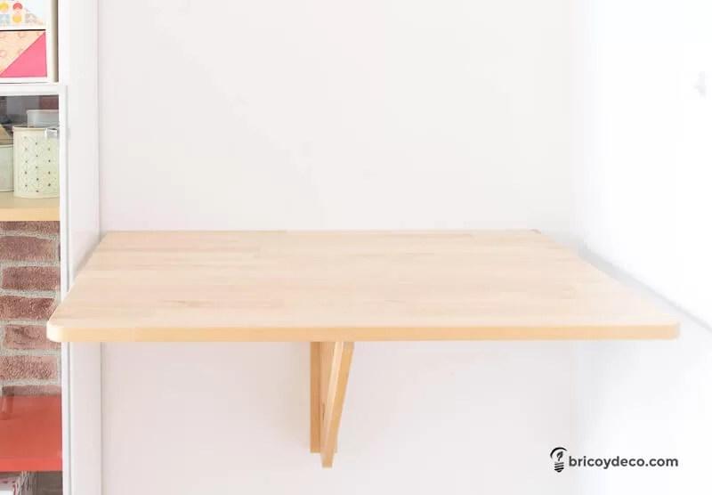 instalar un enchufe sin obras bajo una mesa abatible
