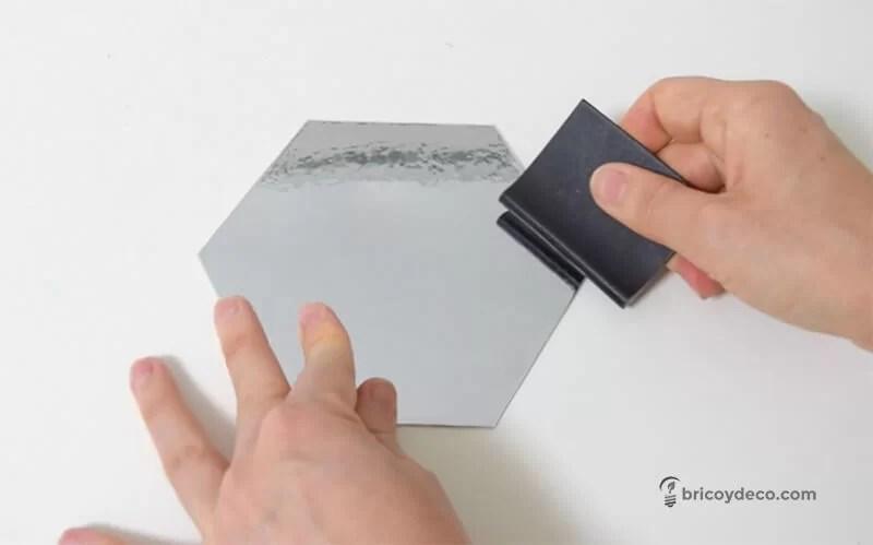 forrar con vinilo espejo un hexágono de cartón