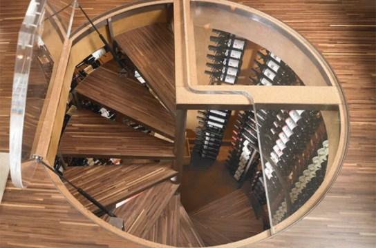 Bodega en espiral alrededor de una escalera de caracol