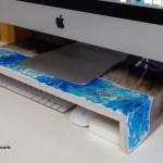 soporte para monitor decorado con resina epoxi