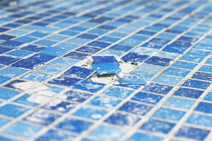 reponer el gresite de la piscina
