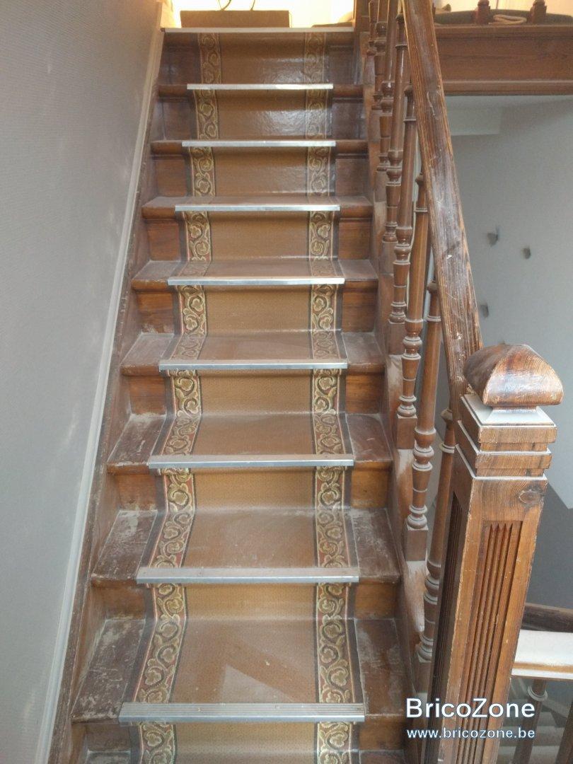 retirer vieux tapis d escalier colle