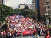Pueblo revolucionario en recorrido por la avenida Urdaneta