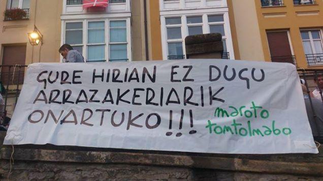 «En nuestra ciudad no toleraremos el racismo! Maroto Tontolnabo»