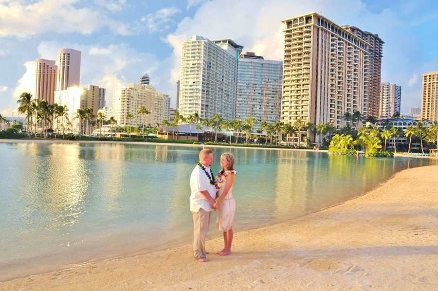 Beautiful Wedding Photos At Waikiki Beach Hawaii