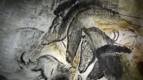 une-reproduction-d-une-peinture-de-la-grotte-chauvet-le-12-octobre-2012-a-vallon-pont-d-arc_4677388