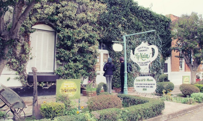 Searching for a tea room in Gaiman