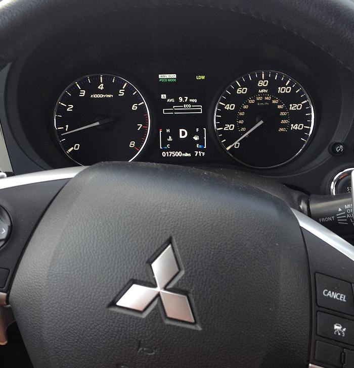 Mitsubishi Outlander GT dash
