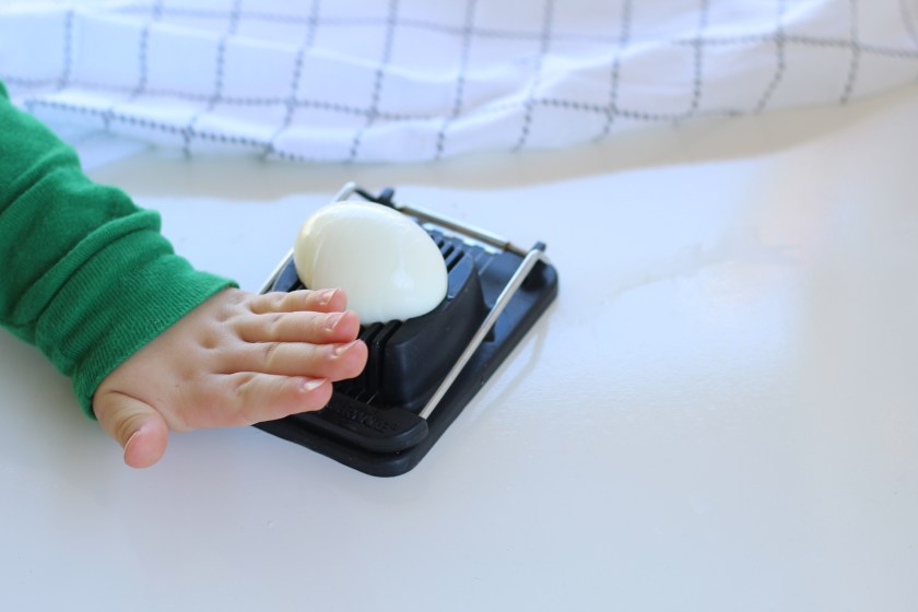 How to use an egg slicer for kids
