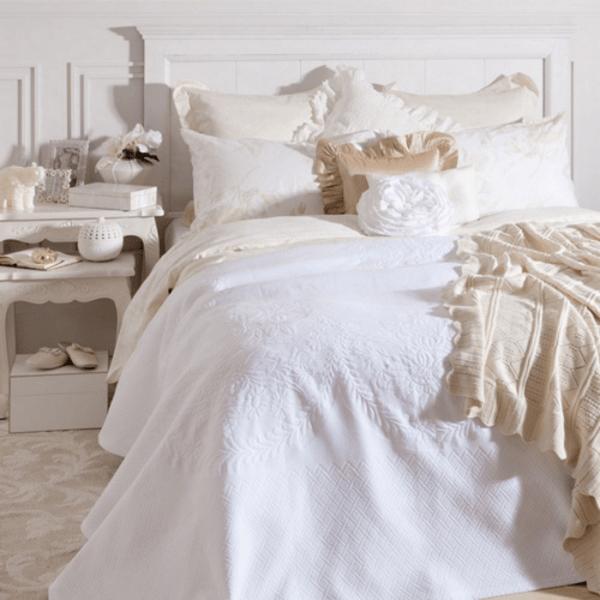white fluffy bedding