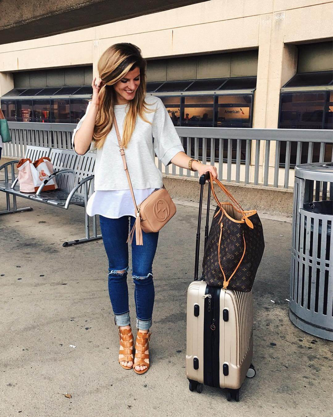 travel outfit sweatshirt and booties
