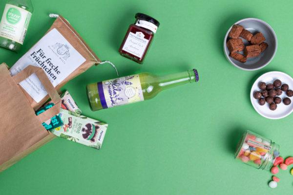 Online Shop Tüte Bringsl Produkte offen 2 grüner Hintergrund