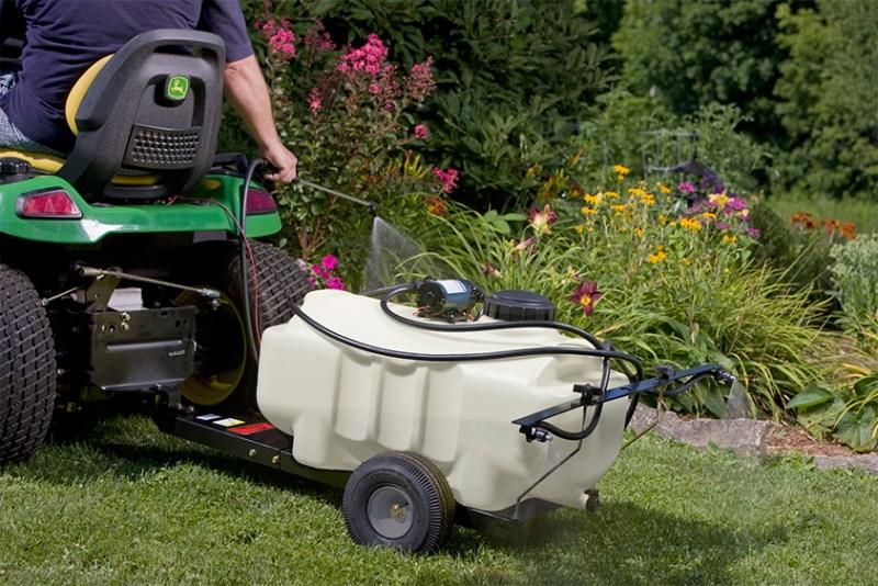 SprayerJDTractor - Pull-Behind Lawn Sprayer 101