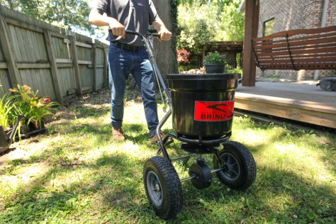 pushspreader - How to Give Your Lawn a Final Fertilization or Weed Control Treatment before Winter