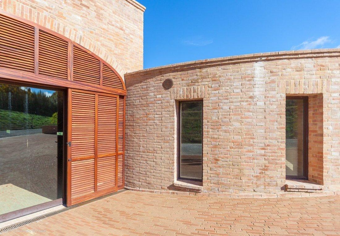 2016-podere-le-ripi-winery-montalcino-10-golden-cellar
