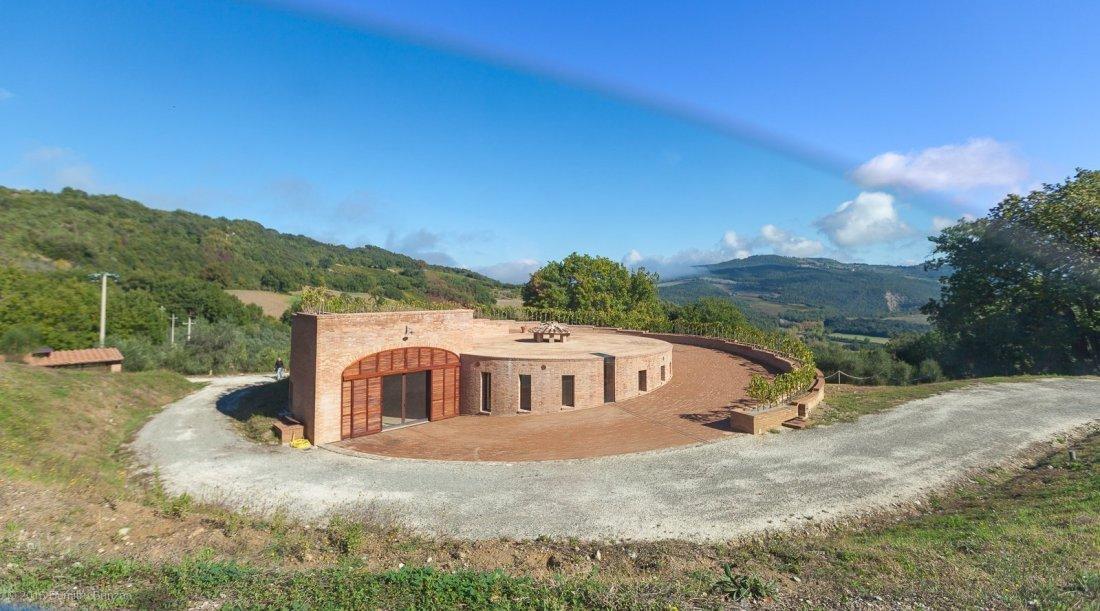 2016-podere-le-ripi-winery-montalcino-3-golden-cellar