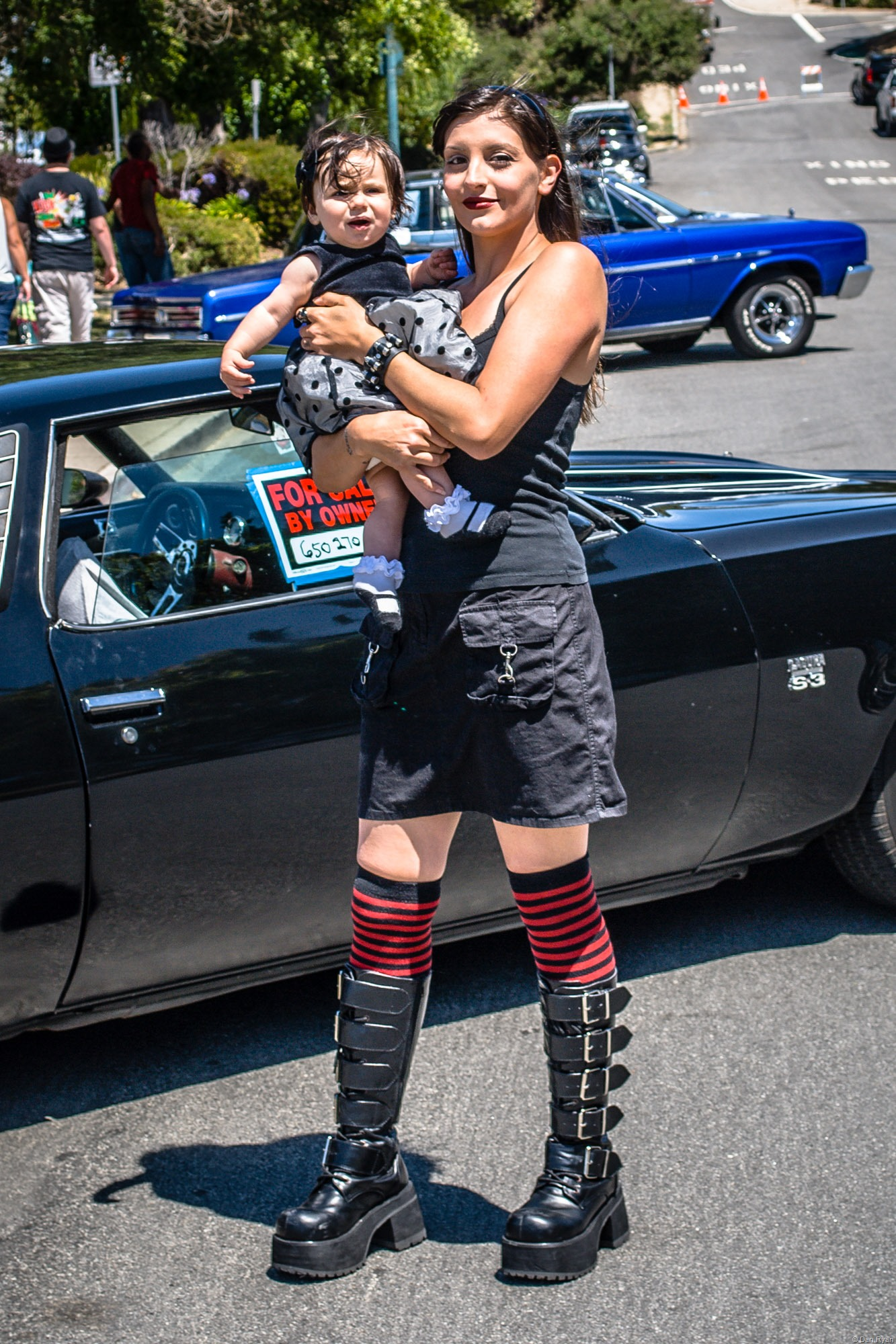 Car show mom and daughter