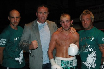 Iain-Weaver boxer and team bbbofc letter