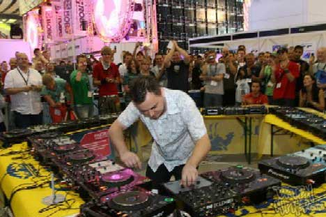 Cut La Roc Breaks World Record at PLASA 2006