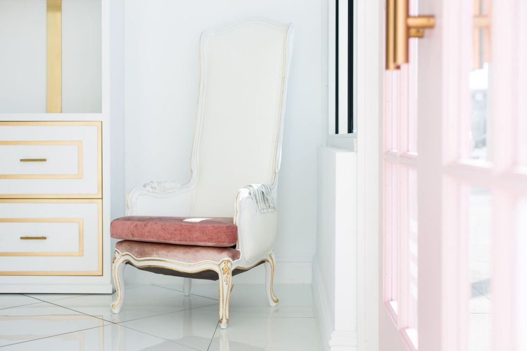 Antique white and pink throne with chic twist