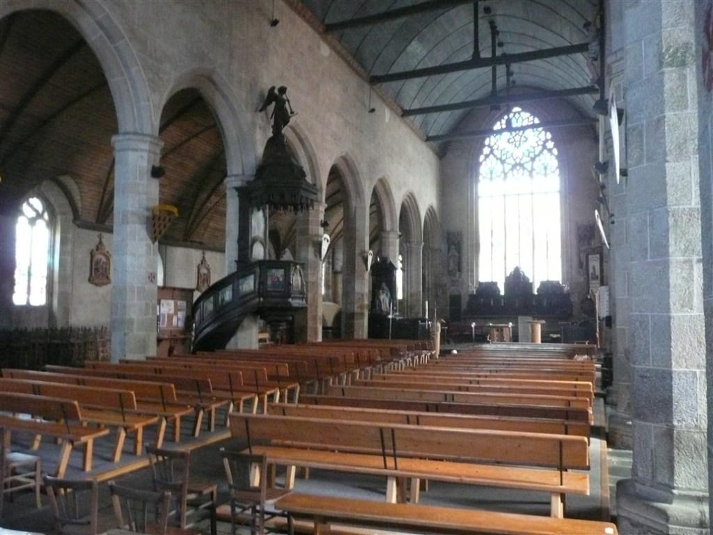Inside Paroisse Notre Dame de Plouaret