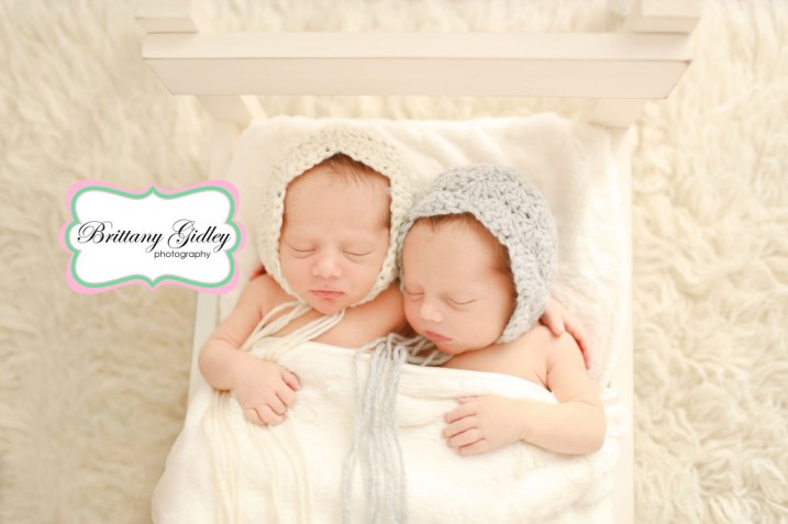 Twin Newborn Bed | Brittany Gidley Photography LLC