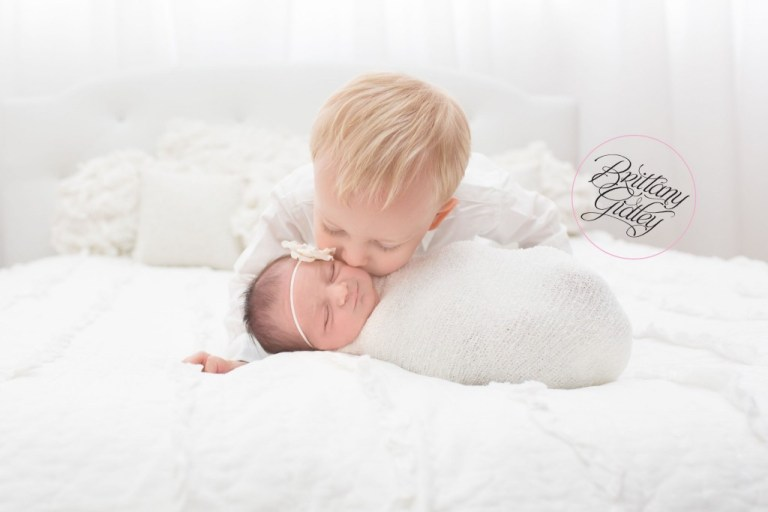 Newborn Family Photography | Siblings | Bed | Backlighting | White| Dream Sessions