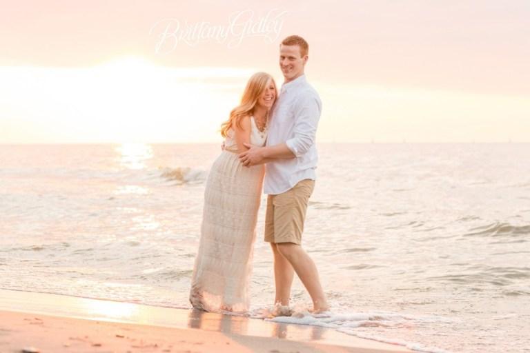 Cleveland Maternity Photographer | Maternity Photography | Beach | Sunset | Sun | Sand | Pregnancy | Photos | Cleveland Ohio | Northeast Ohio | Pregnancy Photographer | Newborn Photographer Cleveland | Edgewater Beach | Cleveland Metroparks