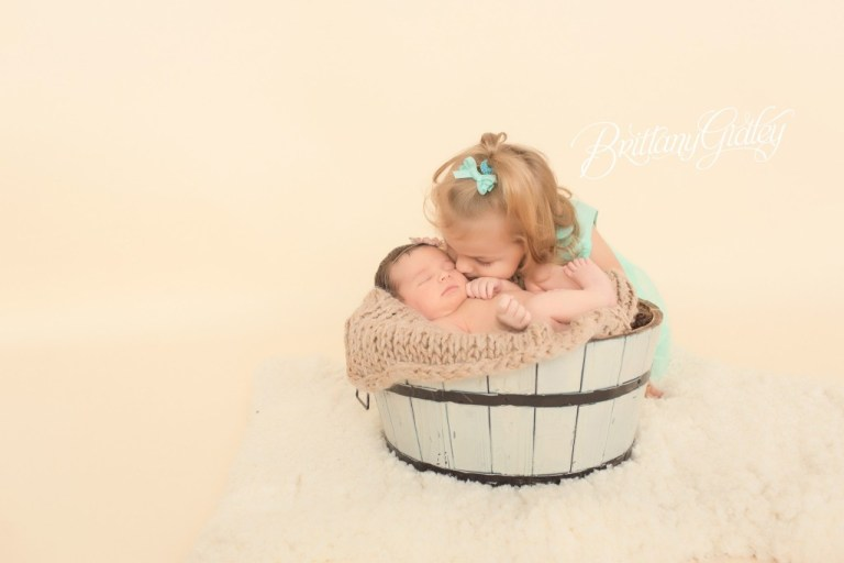 Big Sister & Little Sister | Brittany Gidley Photography LLC | Start With The Best