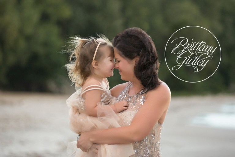 Best Photographer In Cleveland | Mother Daughter Photoshoot | Mommy and Me | Cleveland, Ohio | Edgewater Beach