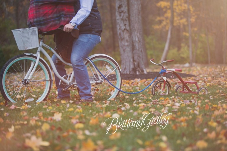 Best Announcement of Pregnancy | Bicycle Pregnancy Announcement | Cleveland, Ohio | Announcement Photo Shoot | Unique Pregnancy Announcement