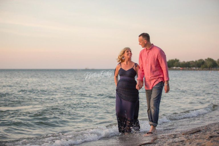 Beach Maternity Photo Shoot | Cleveland Ohio | Edgewater Reservation | Brittany Gidley Photography LLC