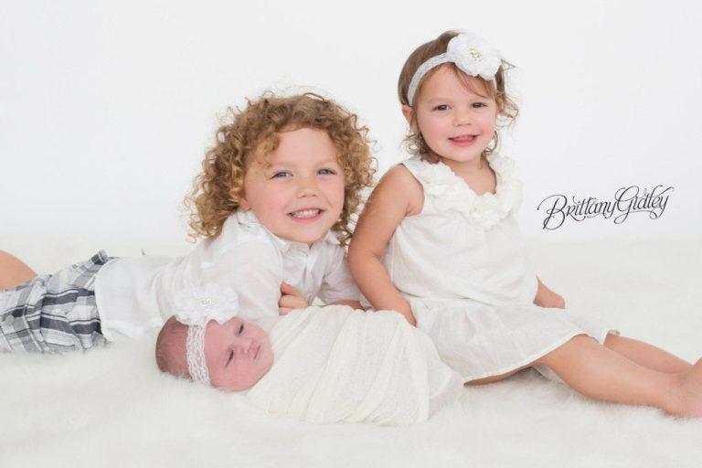 Cleveland Newborn Photographer | Siblings | Newborn Baby Girl | Cleveland Ohio